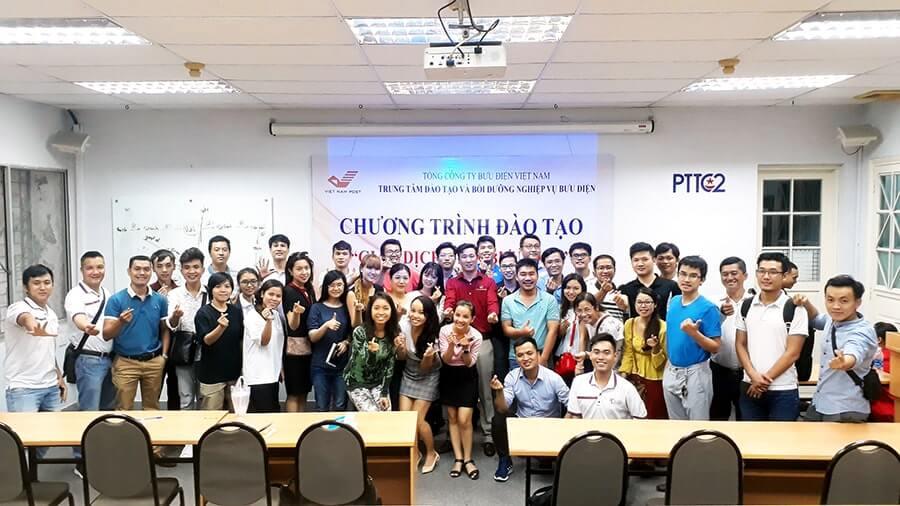 Các thành viên tham gia sự kiện chụp hình cùng chuyên gia Võ Tuấn Hải