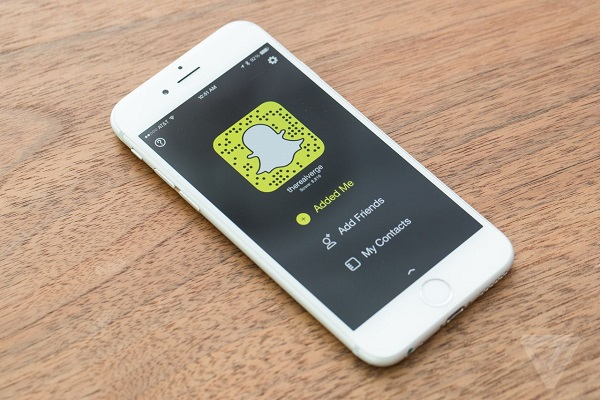 Facebook Bắt Đầu Lo Lắng, Sao Chép Snapchat Là Minh Chứng