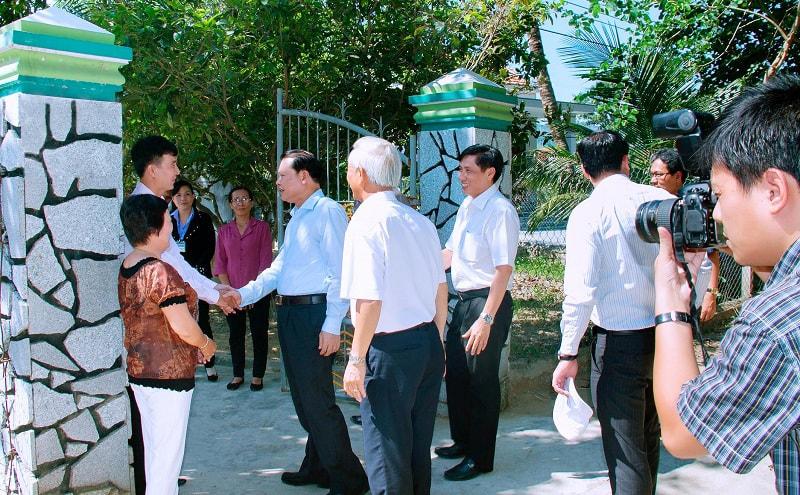 Phó Thủ Tướng bắt tay chuyên gia Võ Tuấn Hải