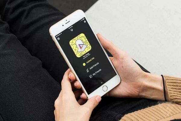 Snapchat Làm Gì Để Lật Đổ Gã Khổng Lồ Facebook?