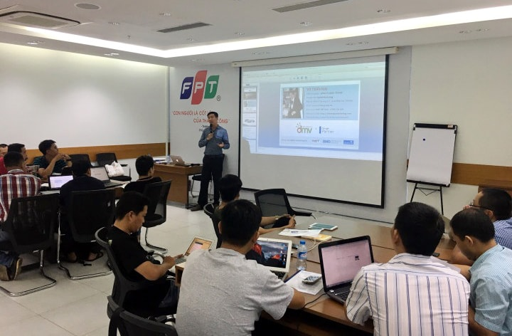 Anh Võ Tuấn Hải chia sẻ kĩ thuật marketing tại FPT