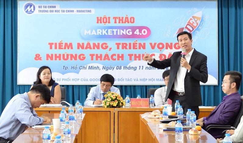 Anh Võ Tuấn Hải phát biểu tại sự kiện marketing 4.0 của đại học tài chính